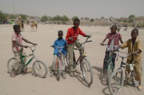 Article : Le vélo dans le désert de Ngouri : une activité ludique et rémunérée